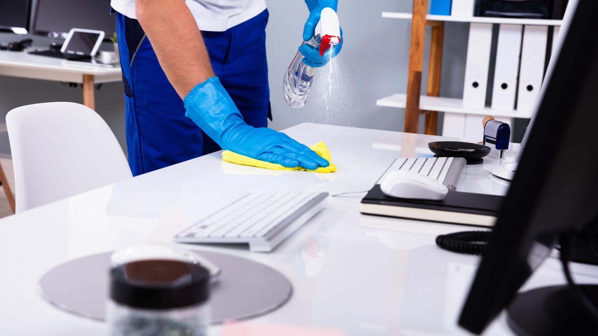pulizie scrivania uffici